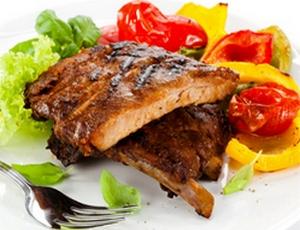 Свиные ребрышки в духовке с овощами