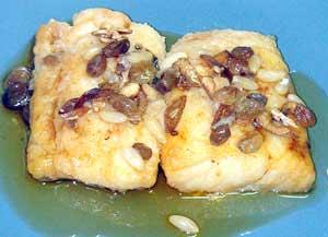 Треска с изюмом и кедровыми орешками