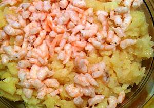 Салат из креветок с картофелем
