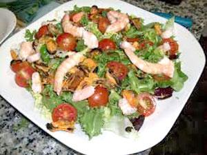 Салат из помидор с морепродуктами