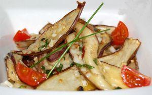 Салат из запеченных баклажан